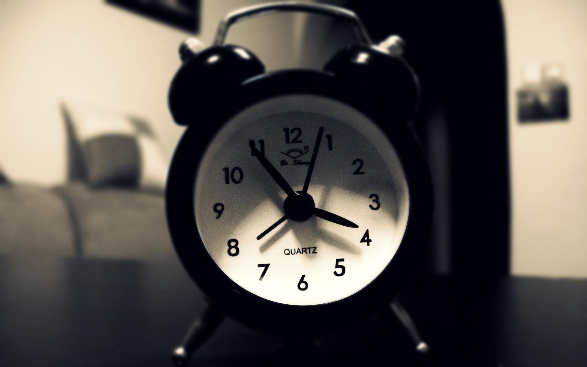 Как можно поставить вибрацию на будильник айфона