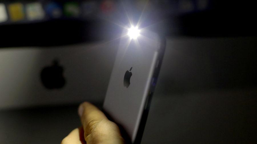 включить фонарик на айфоне