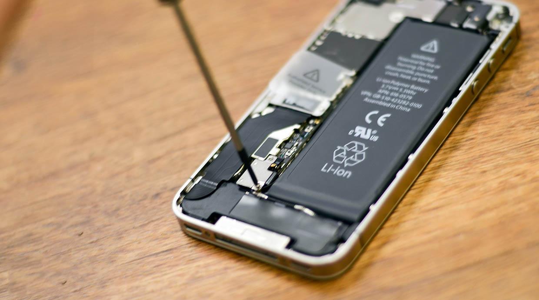 можно ли поменять батарейку на айфоне