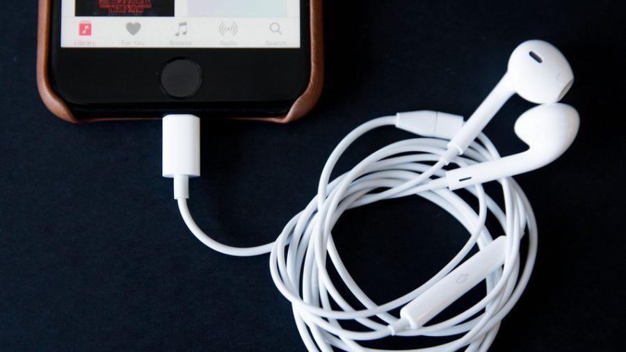 Какие наушники в коробке с iPhone 7