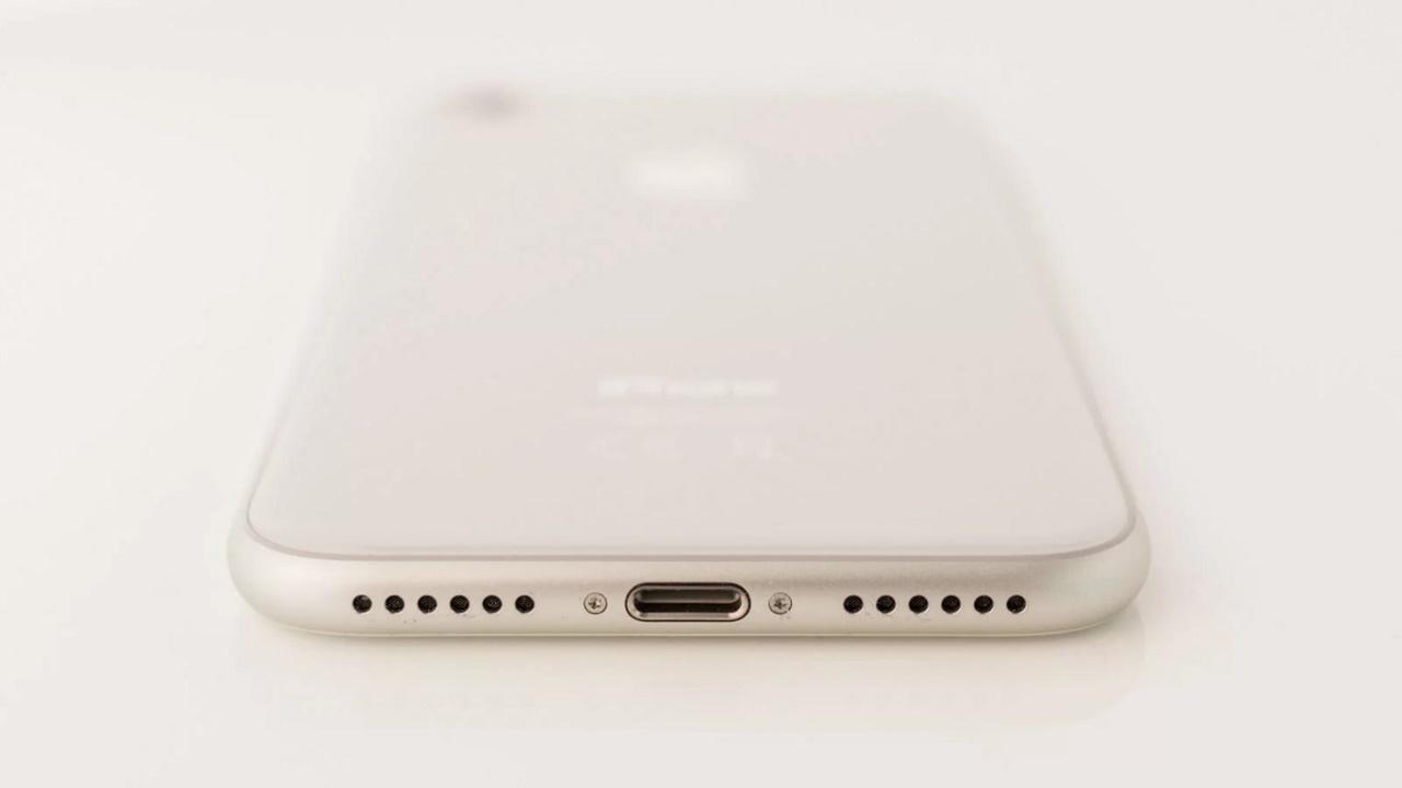iPhone 8 - есть ли разъем для наушников