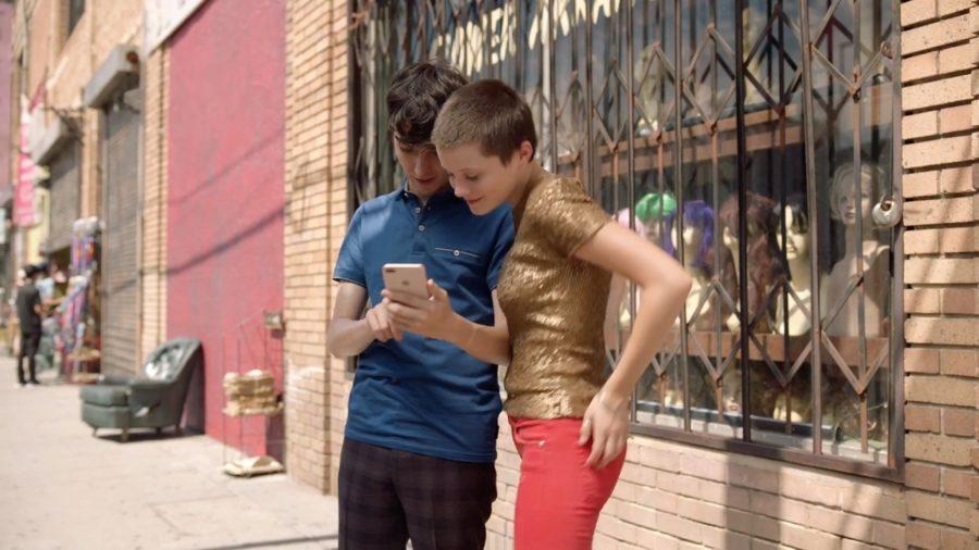 Как зовут актрису из рекламы Айфон 8 Плюс — портретное освещение