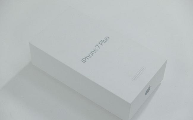 Коробка восстановленного iPhone 7 Plus