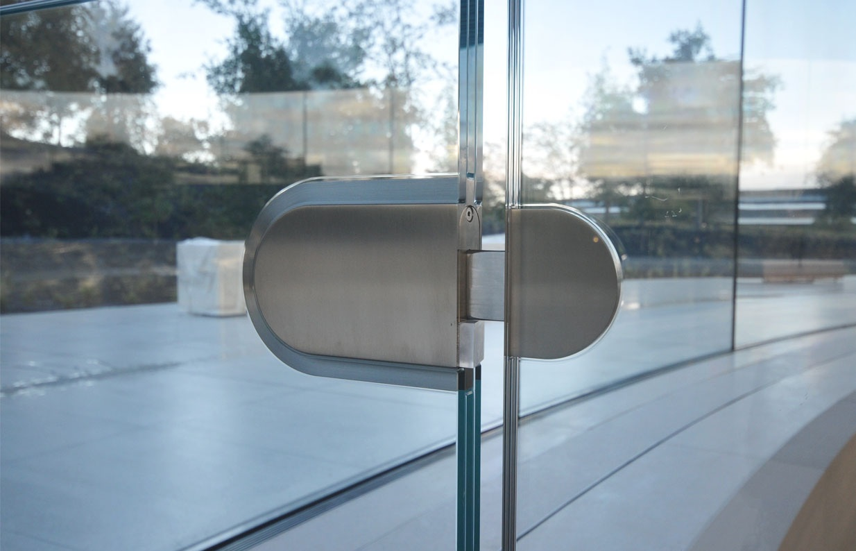 Стеклянные стены кампуса Apple - проблема для сотрудников