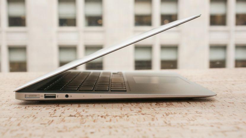Стоит ли брать MacBook Air 2017 в 2018 году