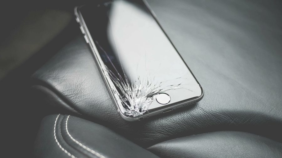 Стоит ли клеить защитное покрытие на Айфон