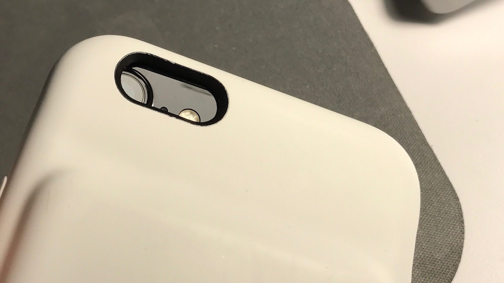 Чехол от iPhone 6S, который надет на iPhone 7