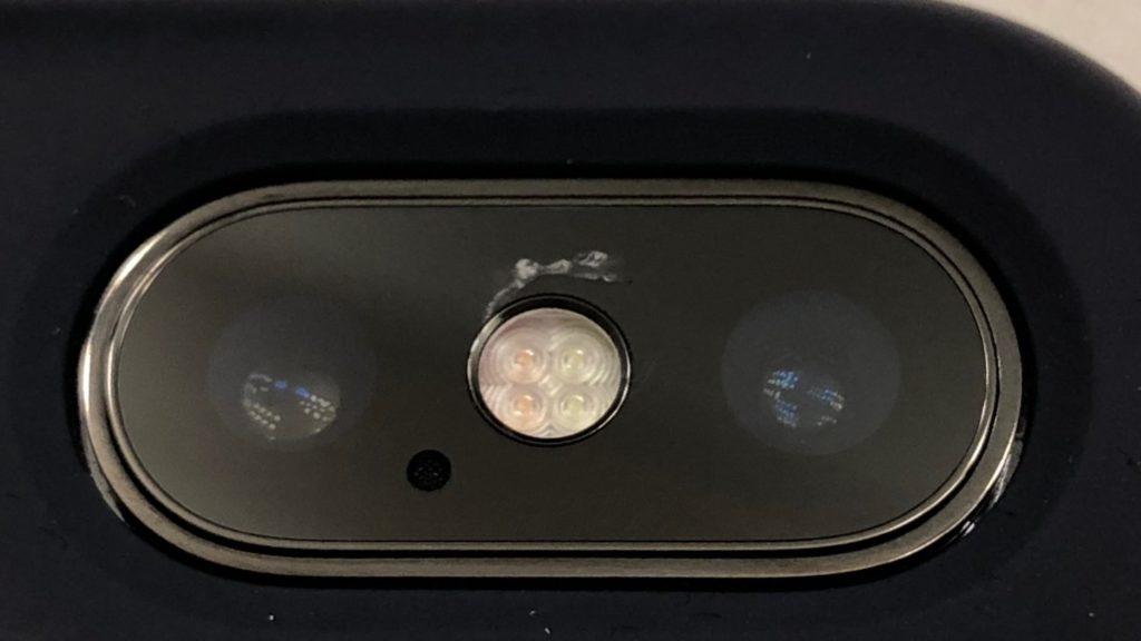 Трещина на объективе iPhone X