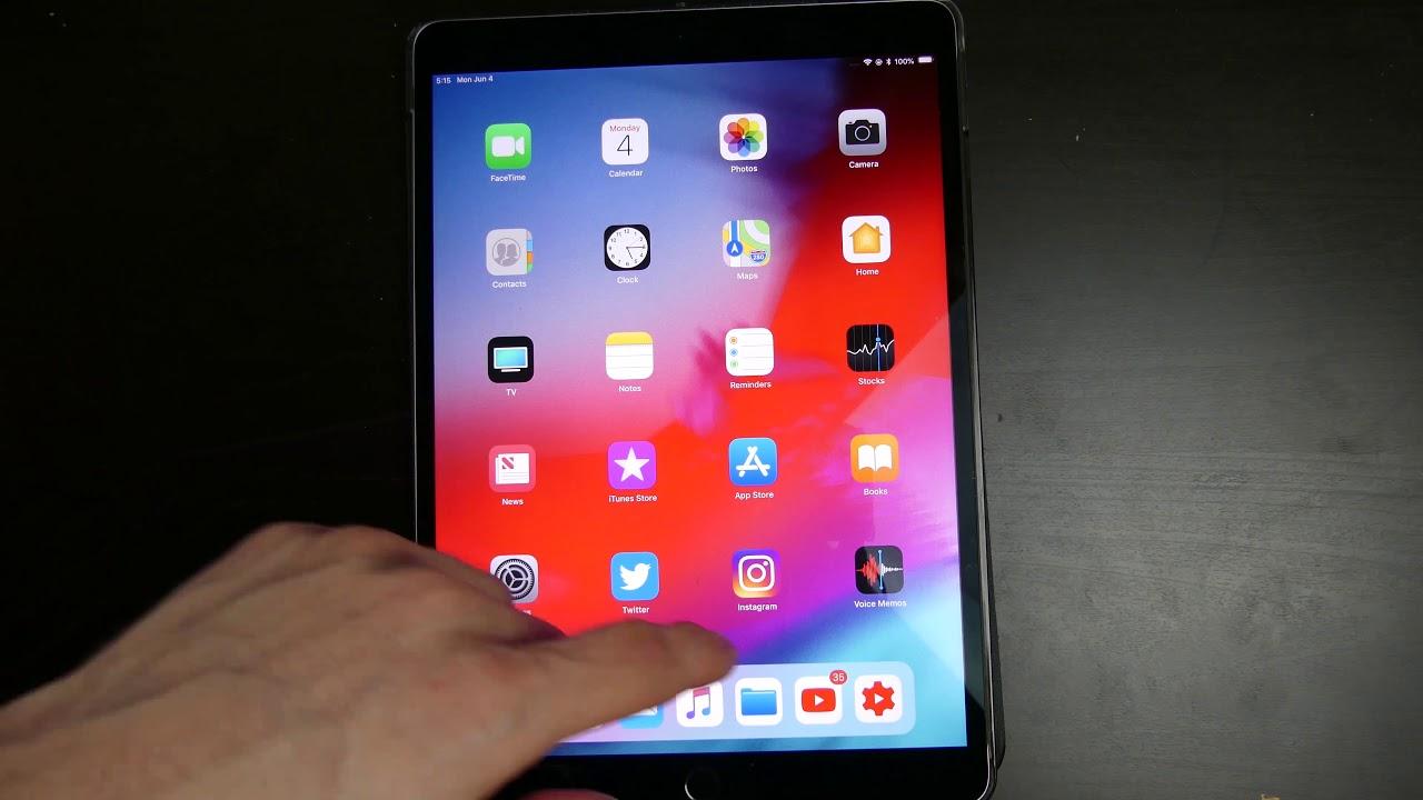 Часы слева в iOS 12 на iPad
