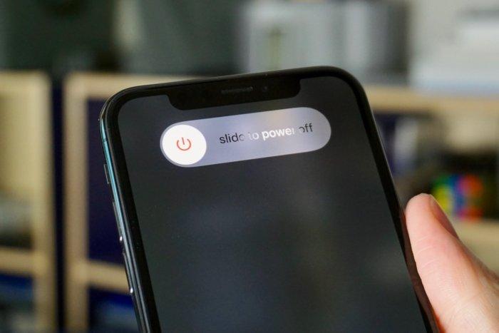 Тянем этот ползунок для выключения iPhone XS