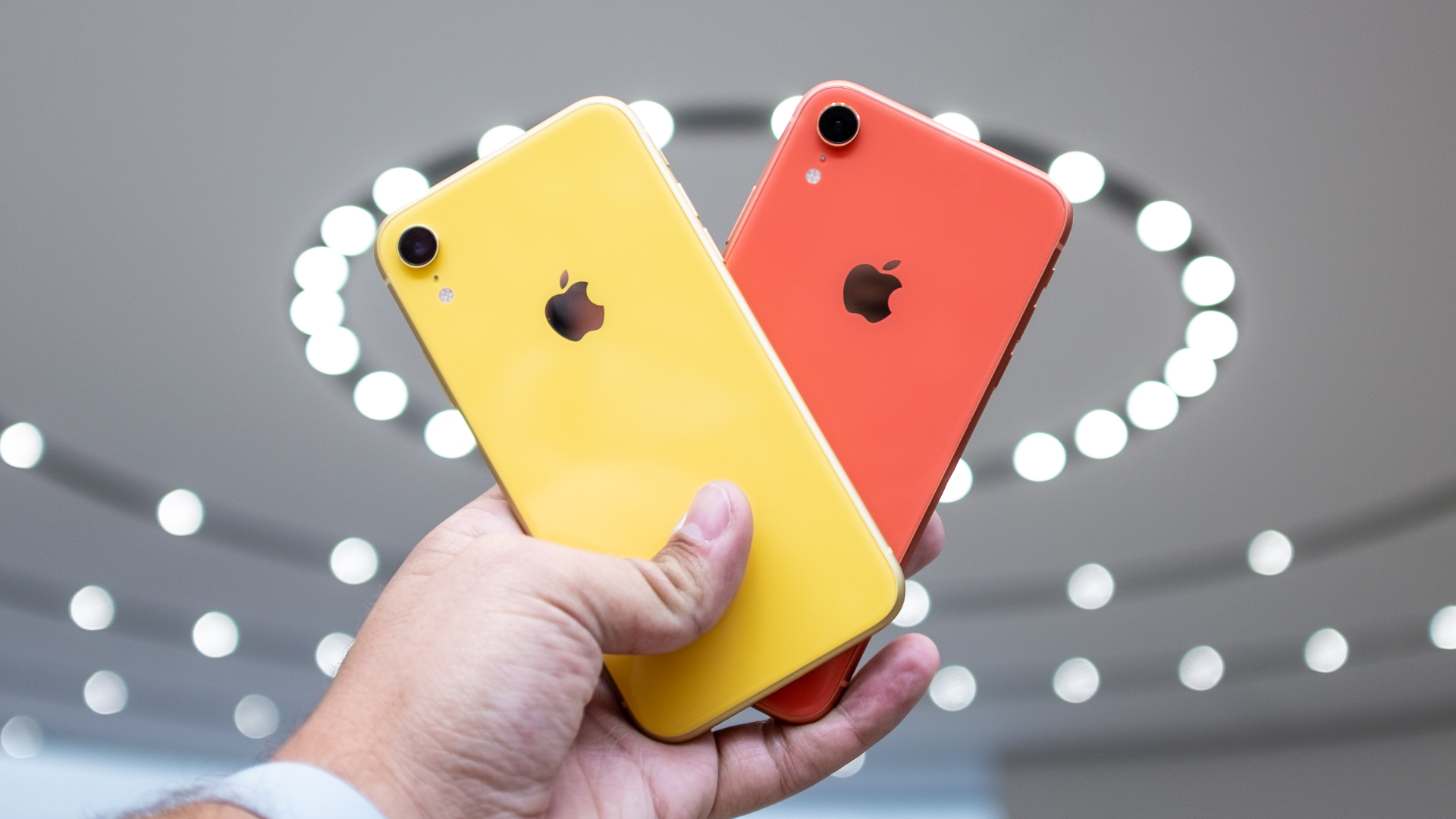 iPhone Xr: Yellow and Coral