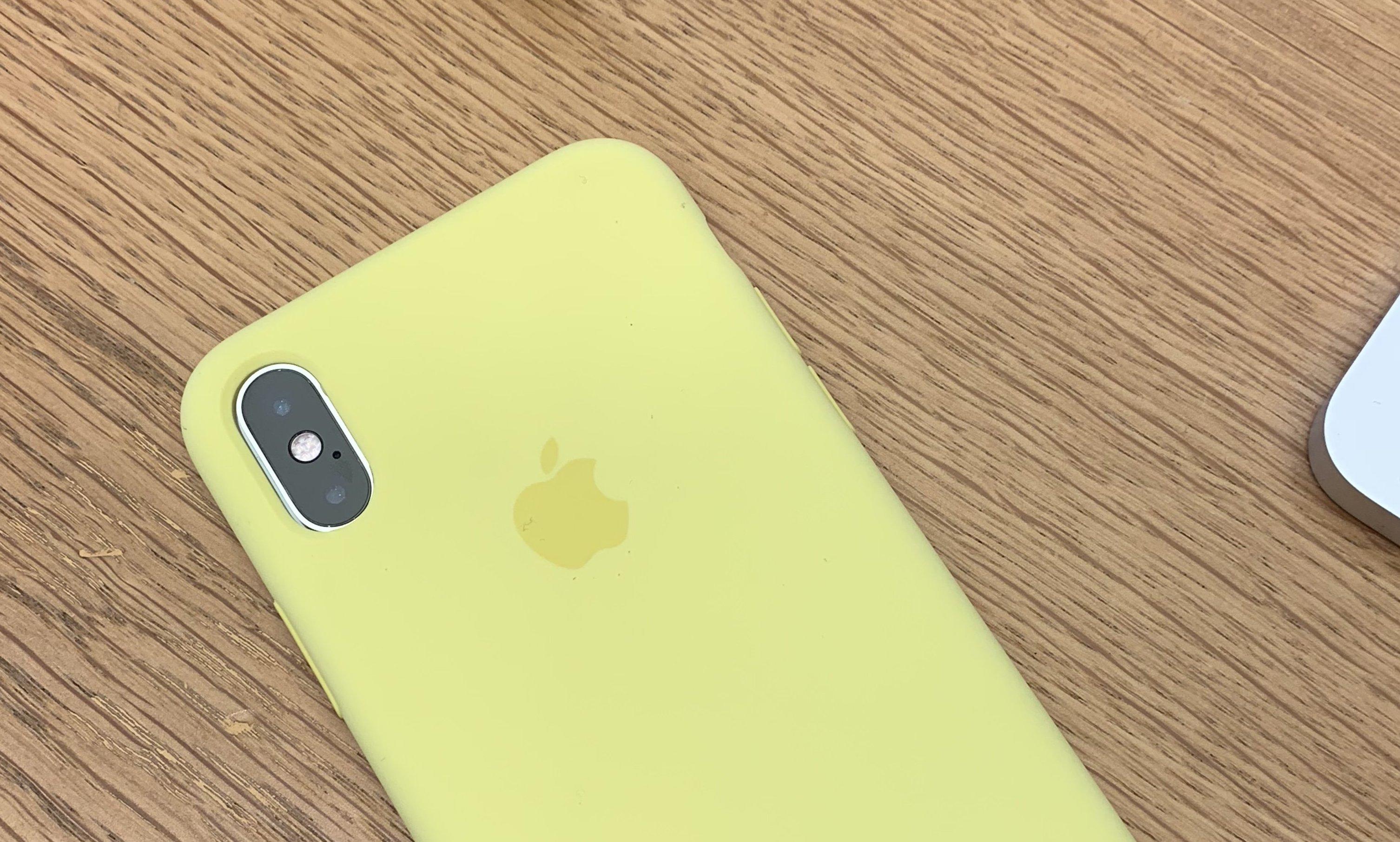 Чехол от iPhone X надетый на iPhone Xs