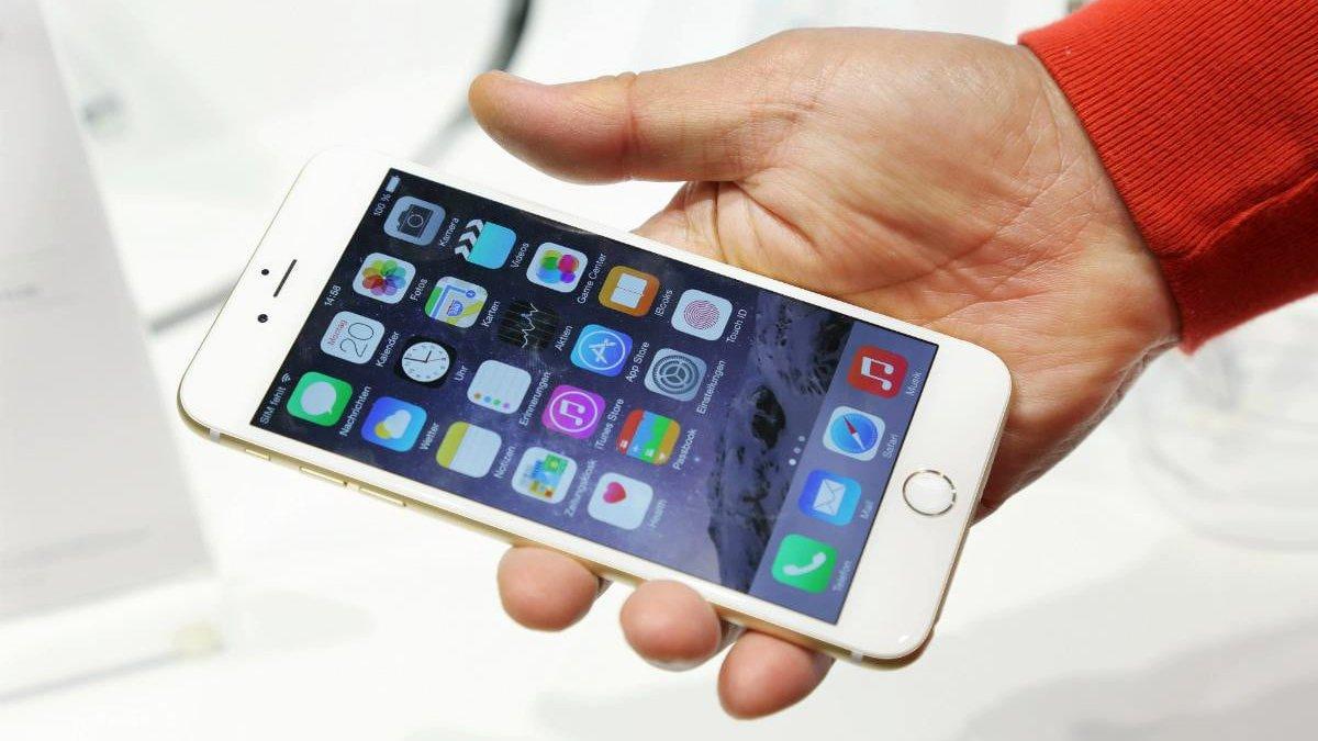 iPhone 6 Plus: вид спереди