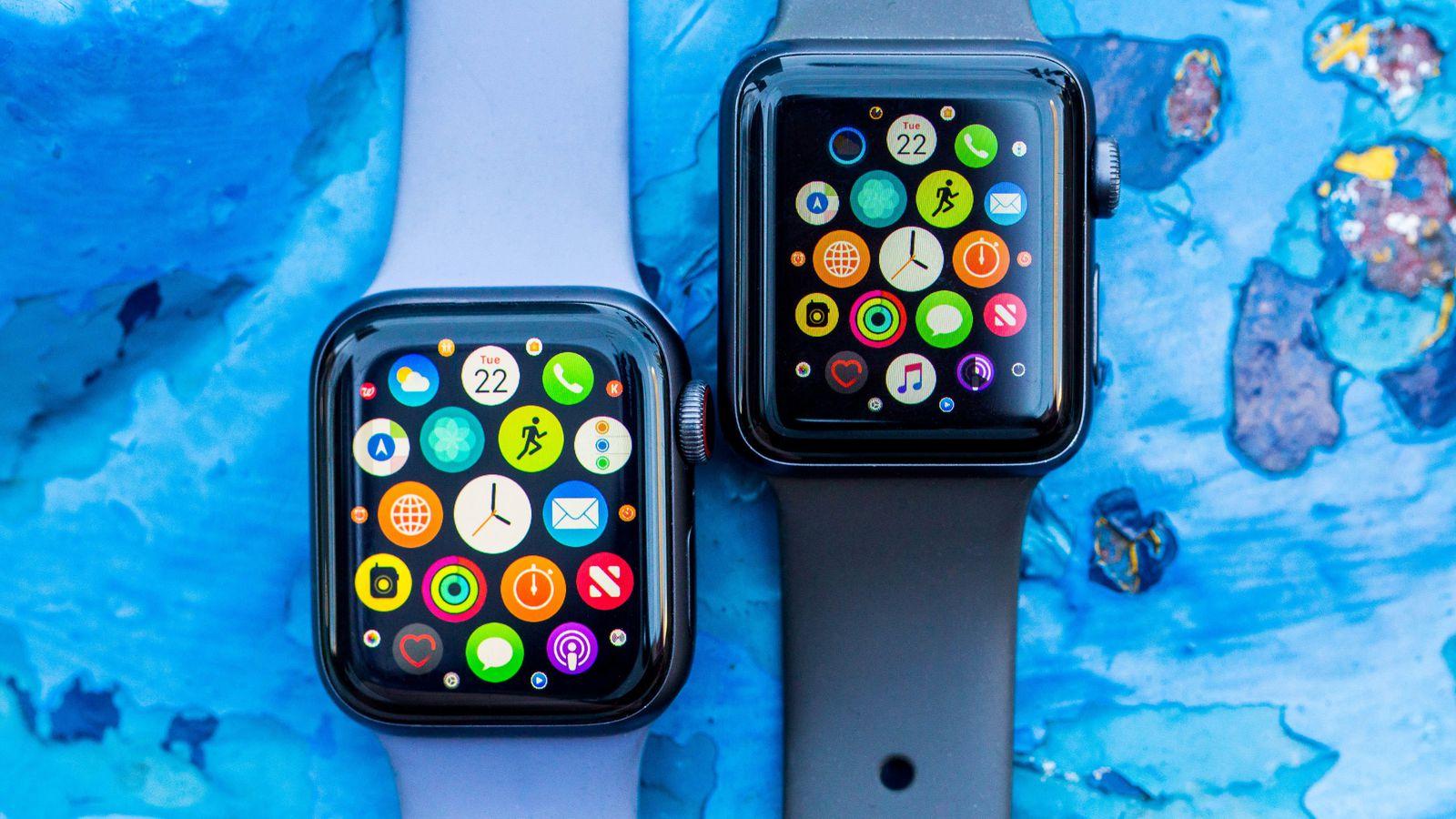 Apple Watch 4 слева, Apple Watch 3 справа