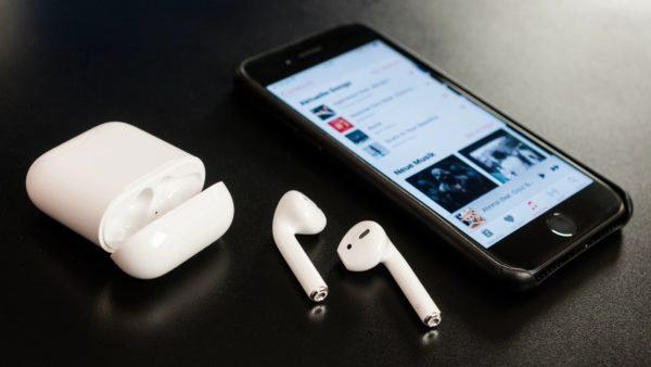 airpods-apple-iphone-case