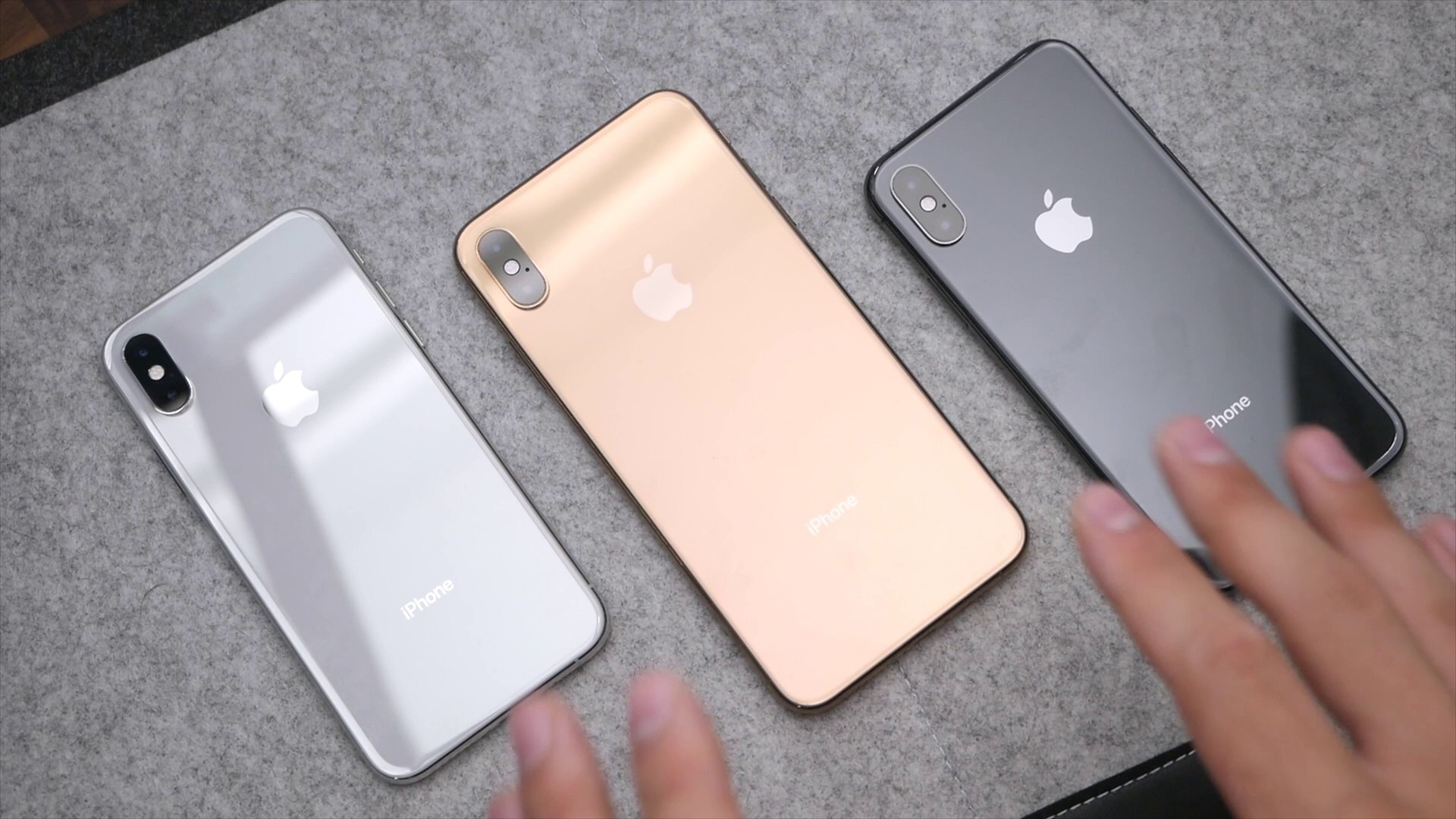iPhone Xs: Серебристый, золотой и серый космос