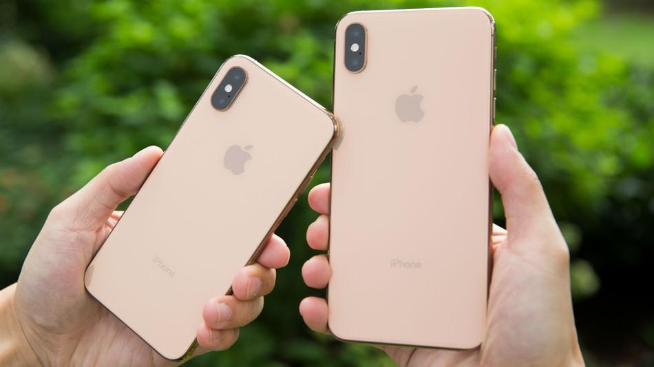 iPhone Xs и iPhone Xs Max - вид сзади