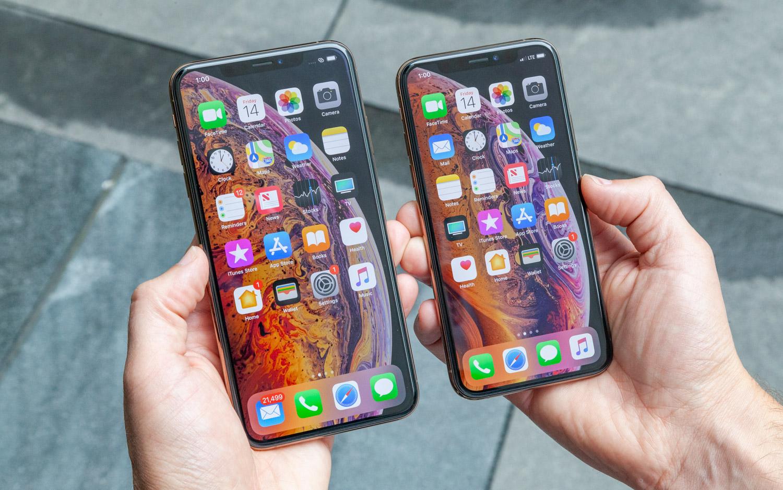 iPhone Xs Max и iPhone Xs - вид спереди