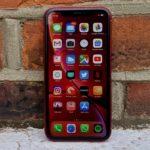 Сколько держит батарею iPhone Xr?