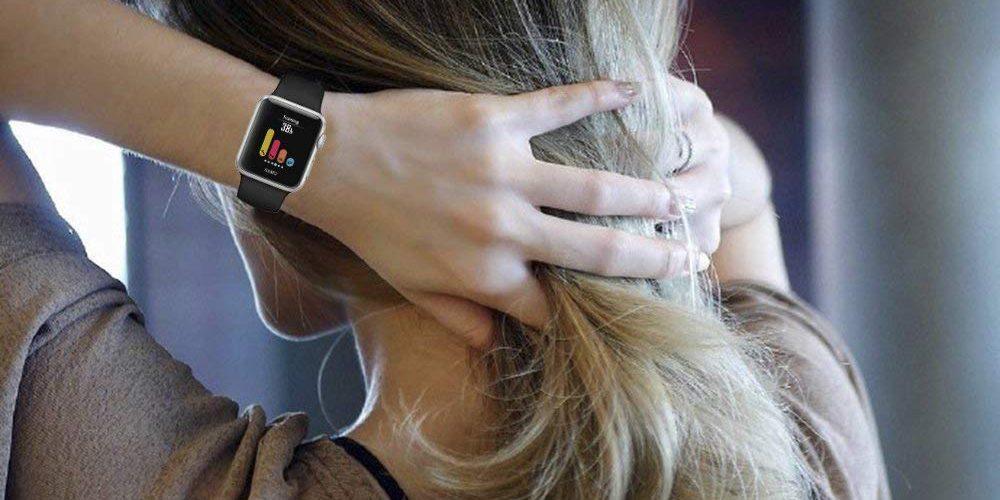 Apple Watch Series 4 на женской руке