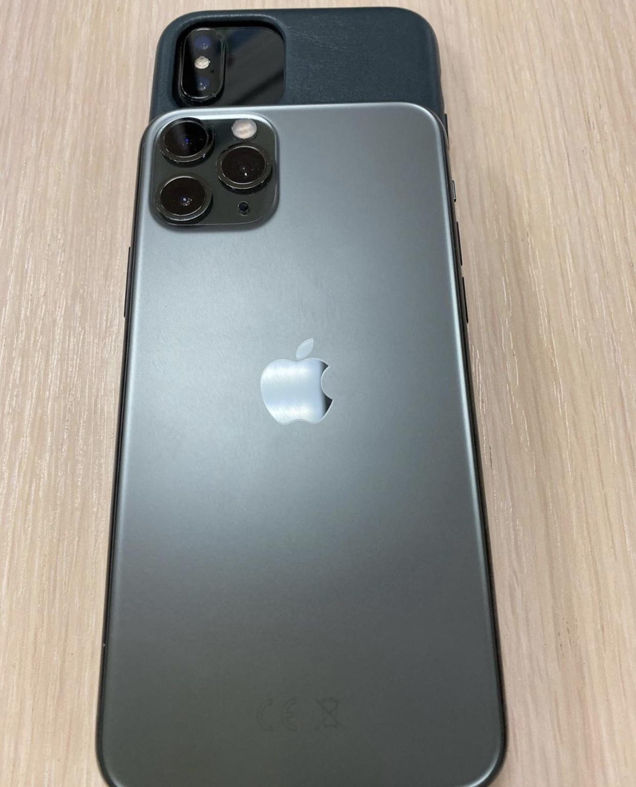 Чехол от iPhone 11 Pro надет на iPhone Xs