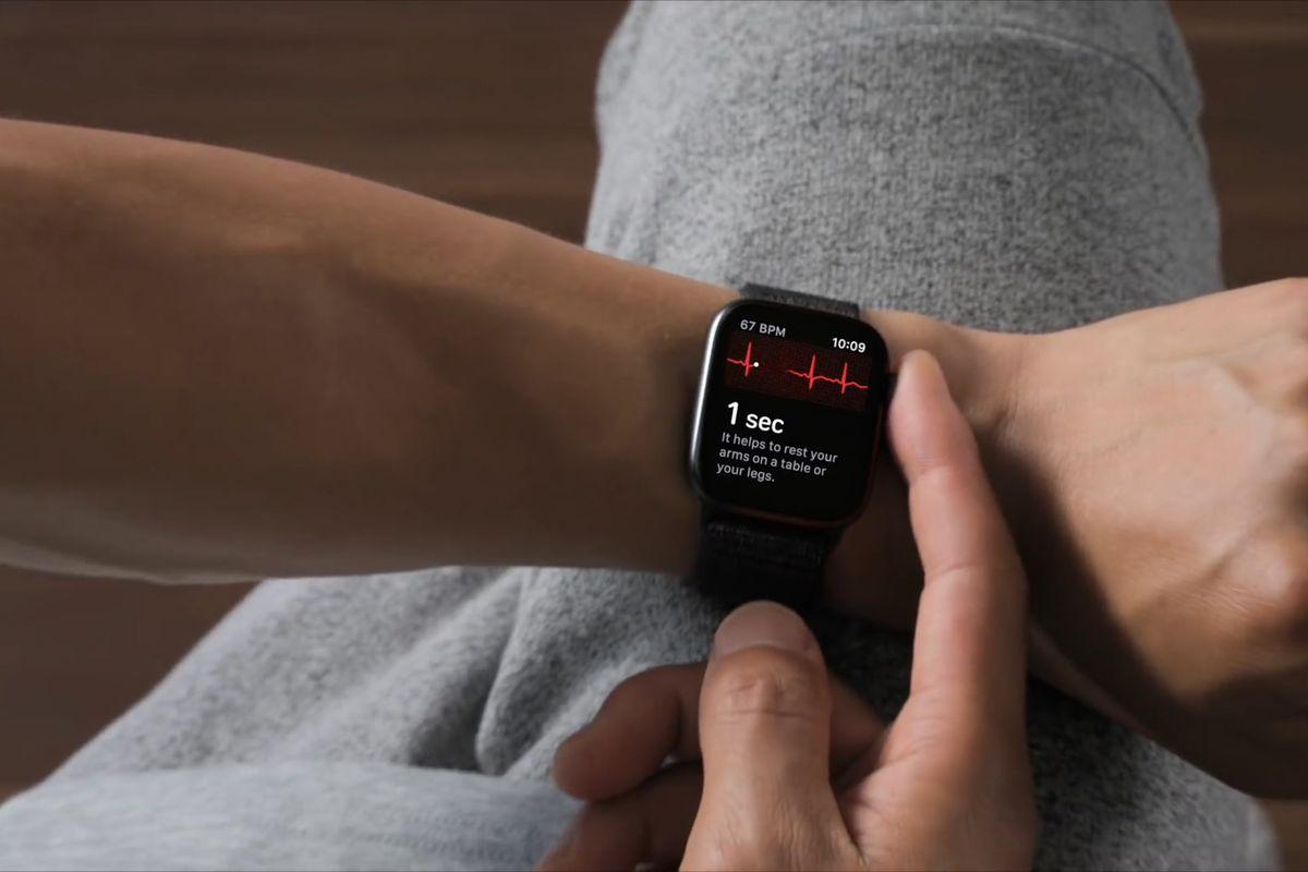 Функция ЭКГ на Apple Watch