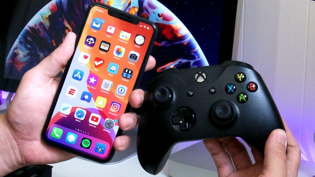 Xbox One Controller и iPhone Xs Max