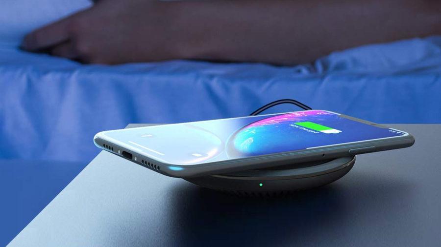 iPhone 11 Pro на беспроводной зарядке