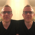 Как убрать зеркальное отражение на Айфоне?