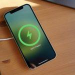 Есть ли зарядка в комплекте Айфон 12?